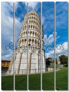 Знаменитый Пизанская башня в летний день