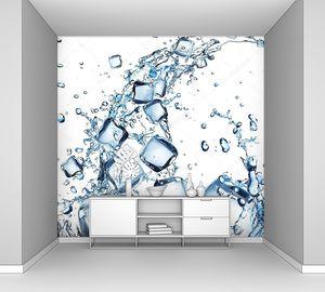 Плеск воды с кубиками льда